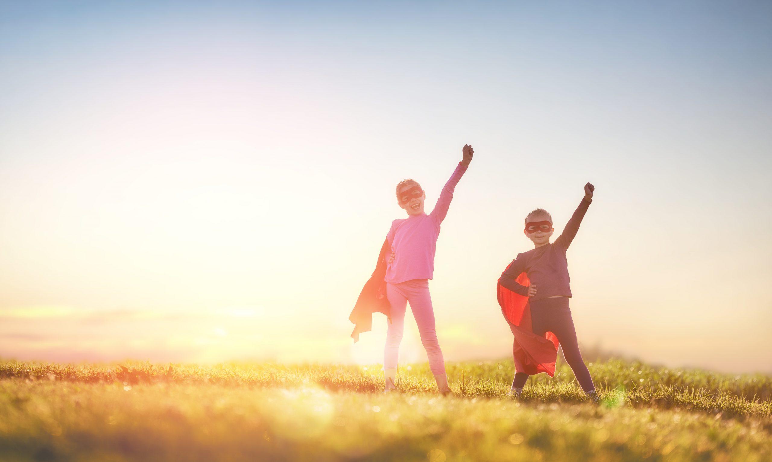 Deux enfants qui jouent