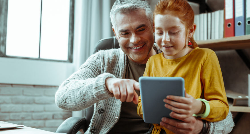 Père-et-fille-technologie